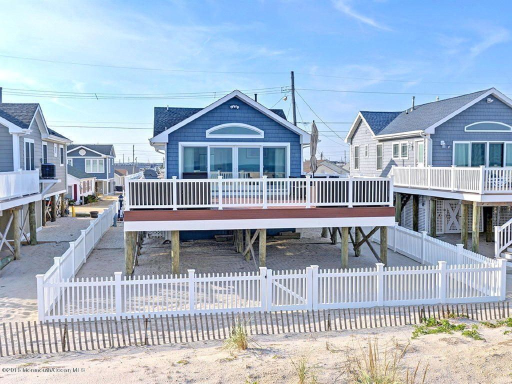 1-Story In Lavalette