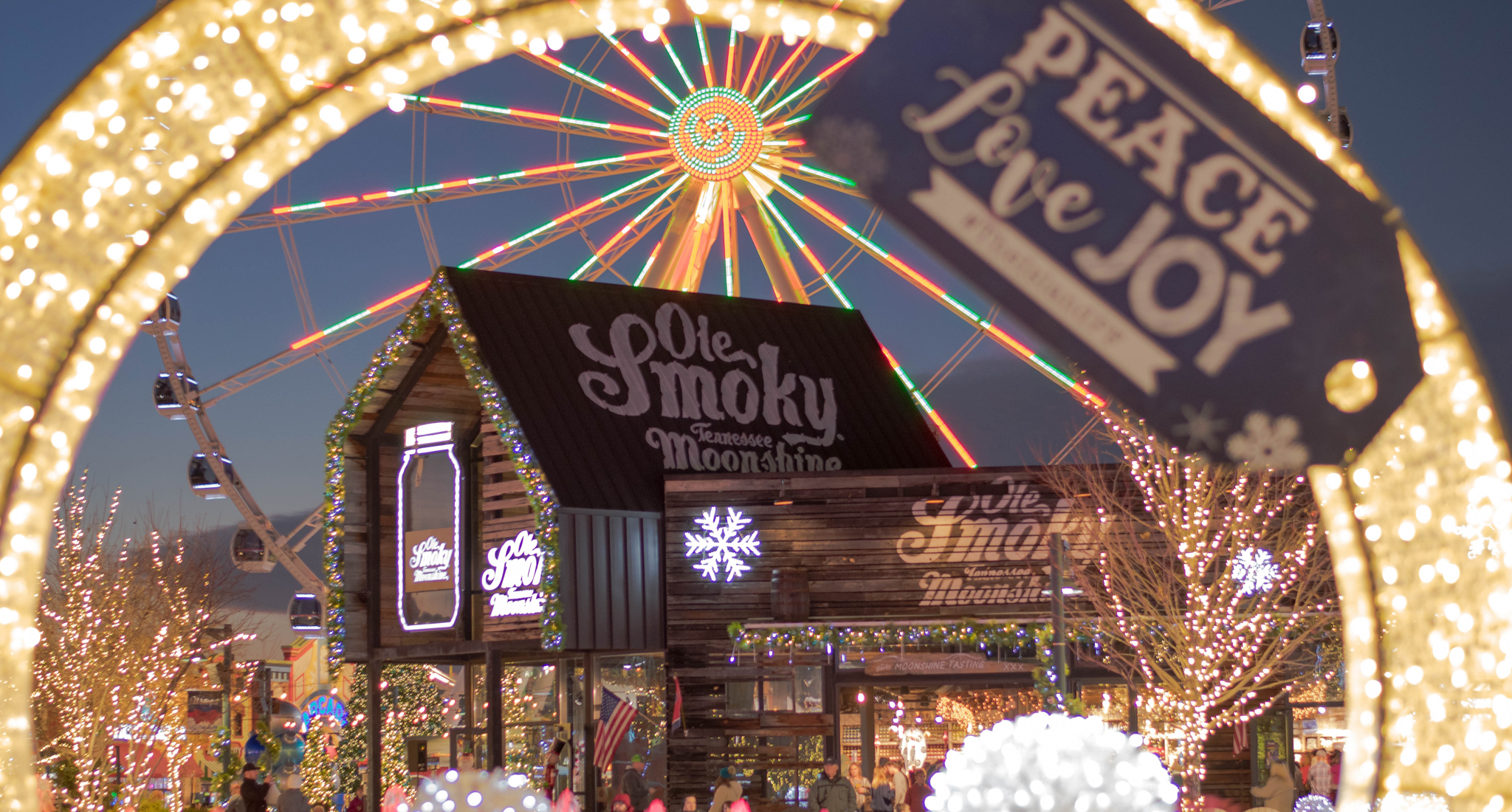 Dollywood Christmas Lights 2021 Dollywood S Smoky Mountain Christmas Is Ready For The Holidays Travelawaits