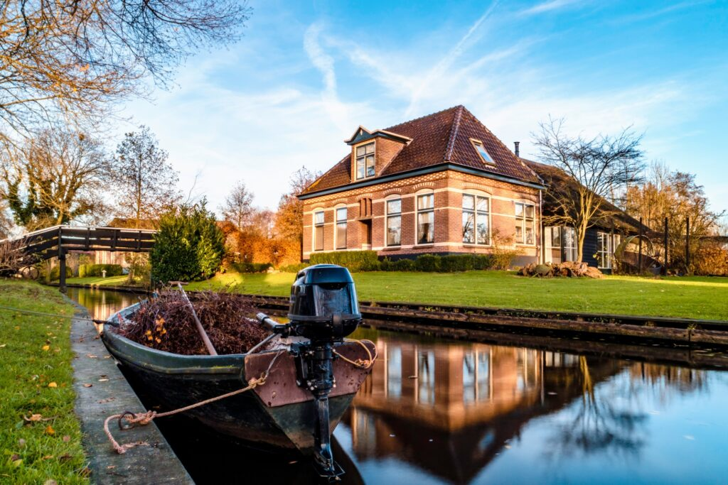 A boat on the canals of Giethoorn.