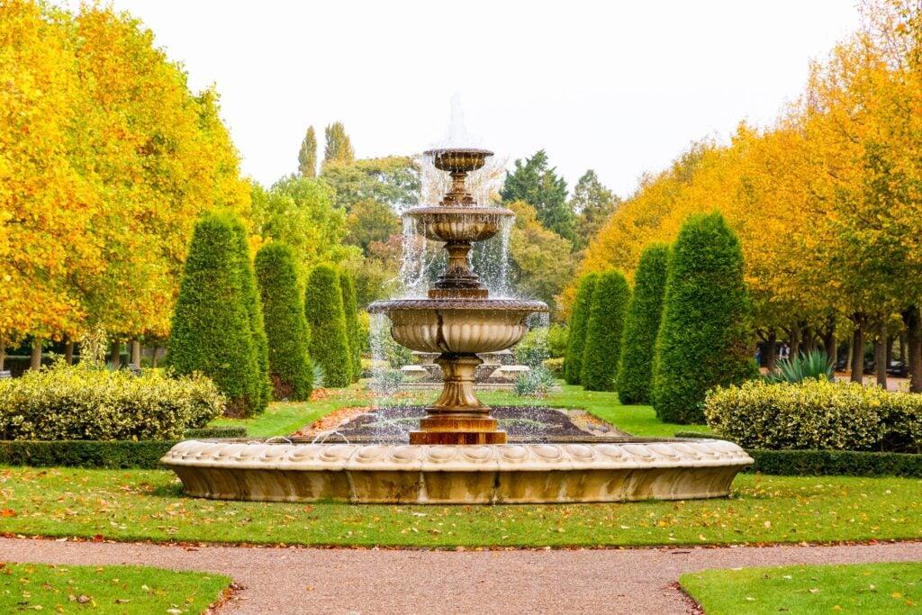 A fountain Regent's Park.