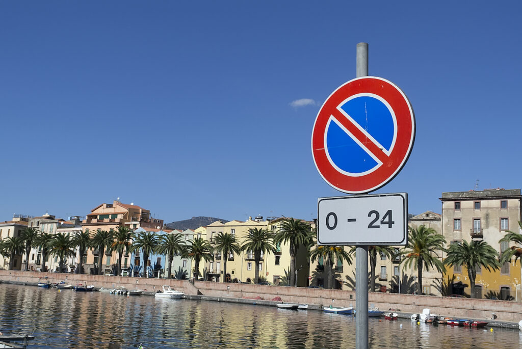 "A ""no parking"" sign in Sardinia."