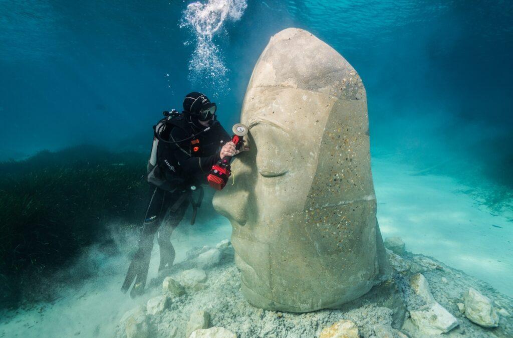A sculpture and a diver.