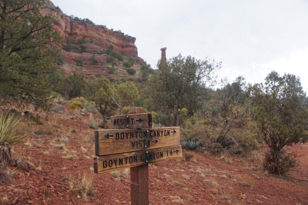 A sign pointing to the Boynton Canyon vista in Sedona, Arizona.