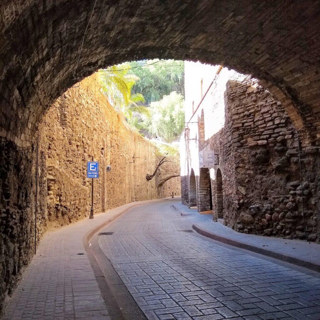 A street In Guanajuato leading to Embajadoras.