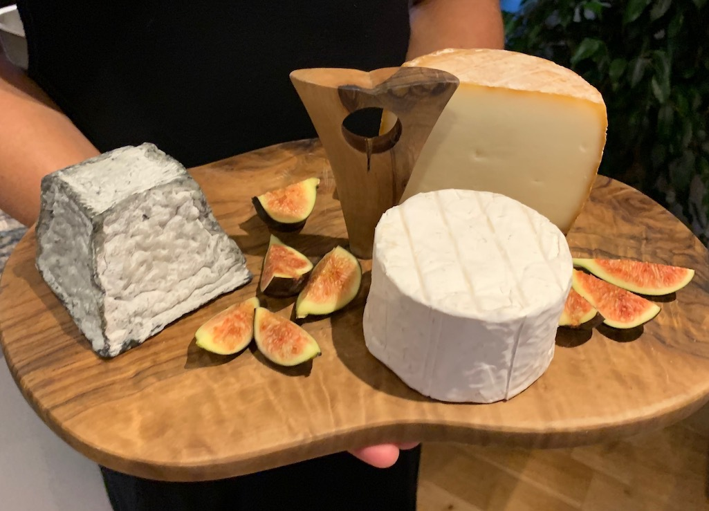 A tasting session with French cheeses.