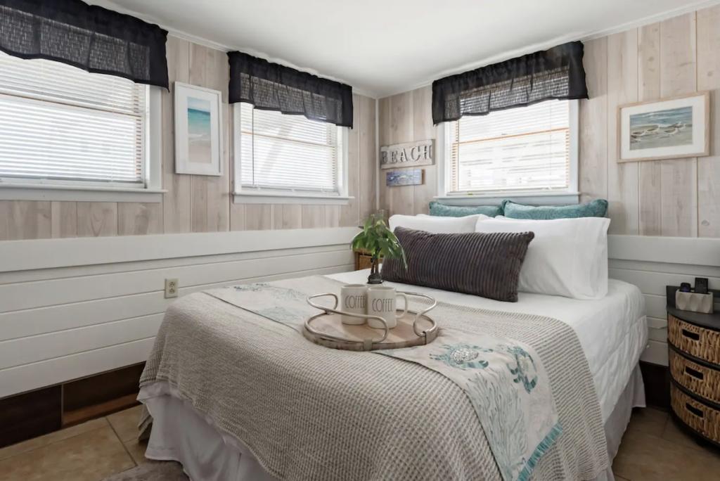 An Airbnb Plus cottage rental in Kill Devil Hills, North Carolina.