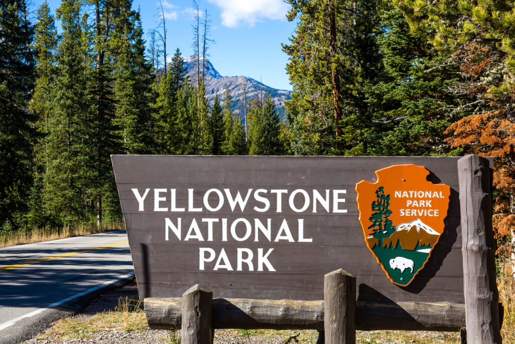 An entrance sign for Yellowstone National Park.