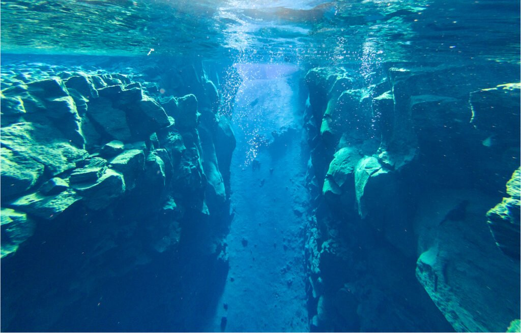 An underwater view of the fissure.
