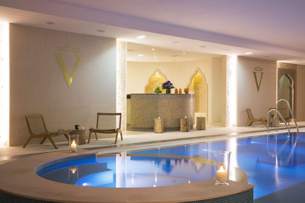 Auberge Du Jeu De Paume's pool.