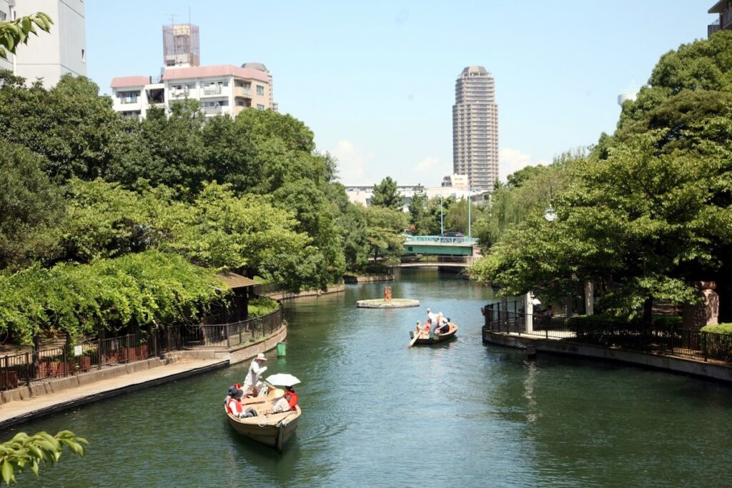 Boat rides on Yokojikkengawa Canal in Japan.