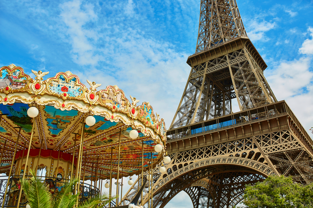 carrousel de la tour eiffel in paris
