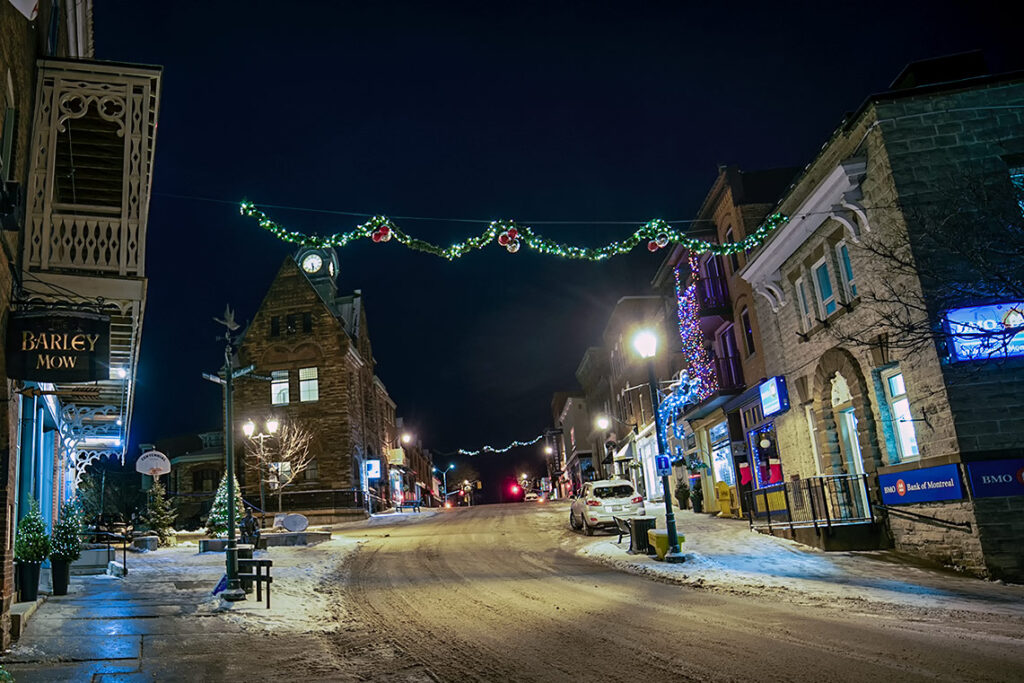 Christmas decorations in Almonte at night.