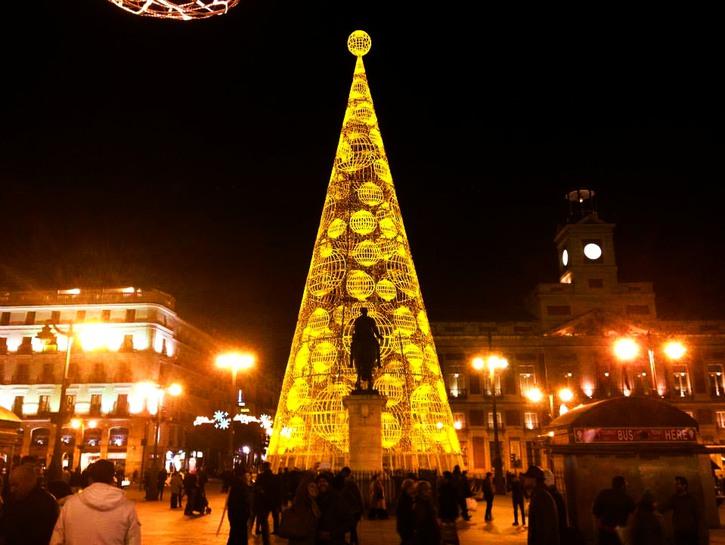 Christmas tree in Plaza del Sol