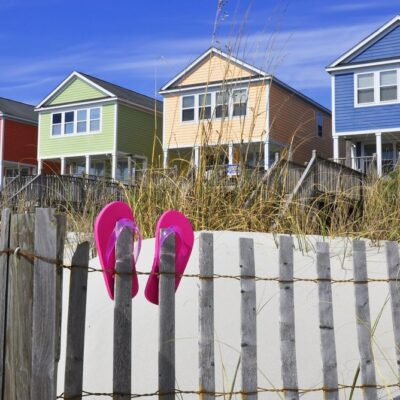 colorful houses on Myrtle Beach with flip flops on fence
