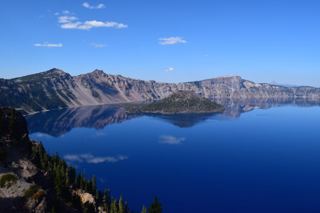 Crater Lake, Oregon, clear blue waters, clear sky