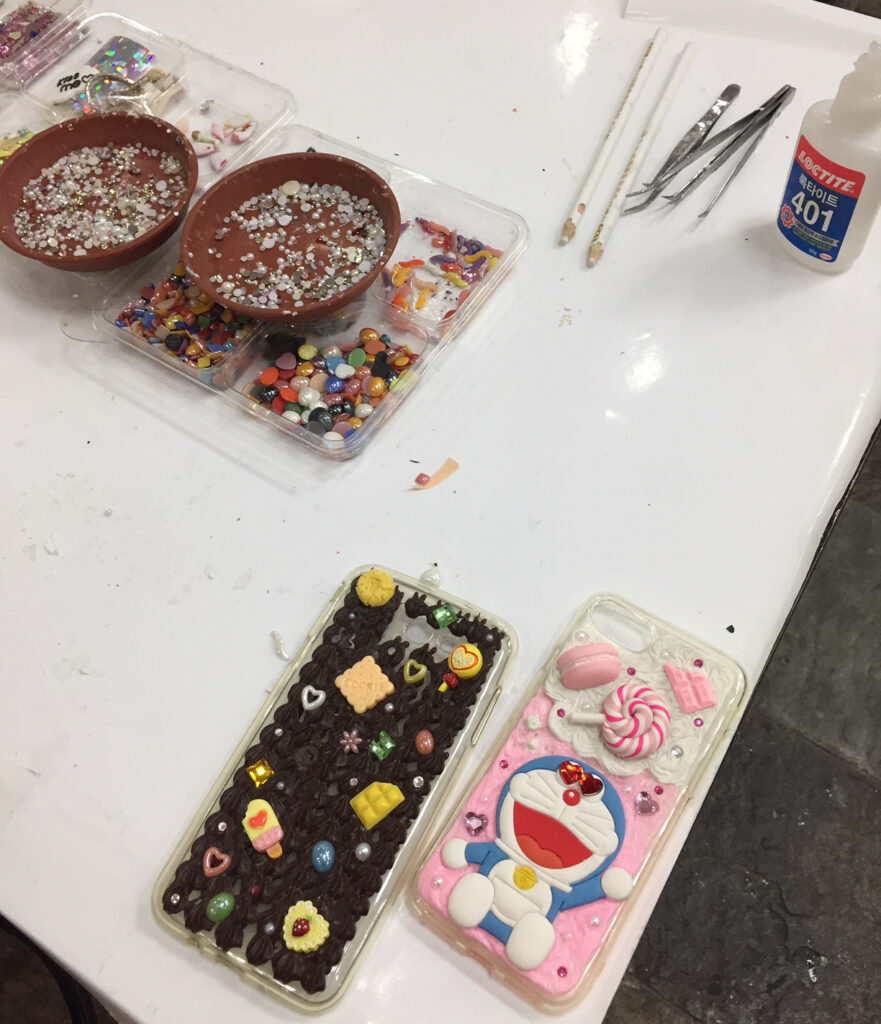 Creating custom cellphone cases in Ssamziegil.