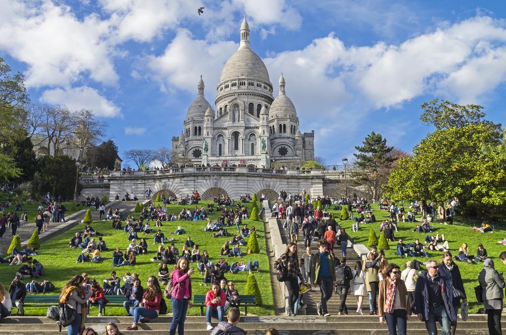 crowds at Sacre-Coeur Basilica in Paris