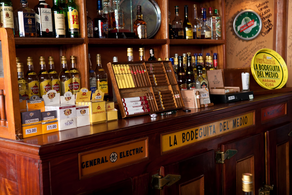 cuban drinks and cigars