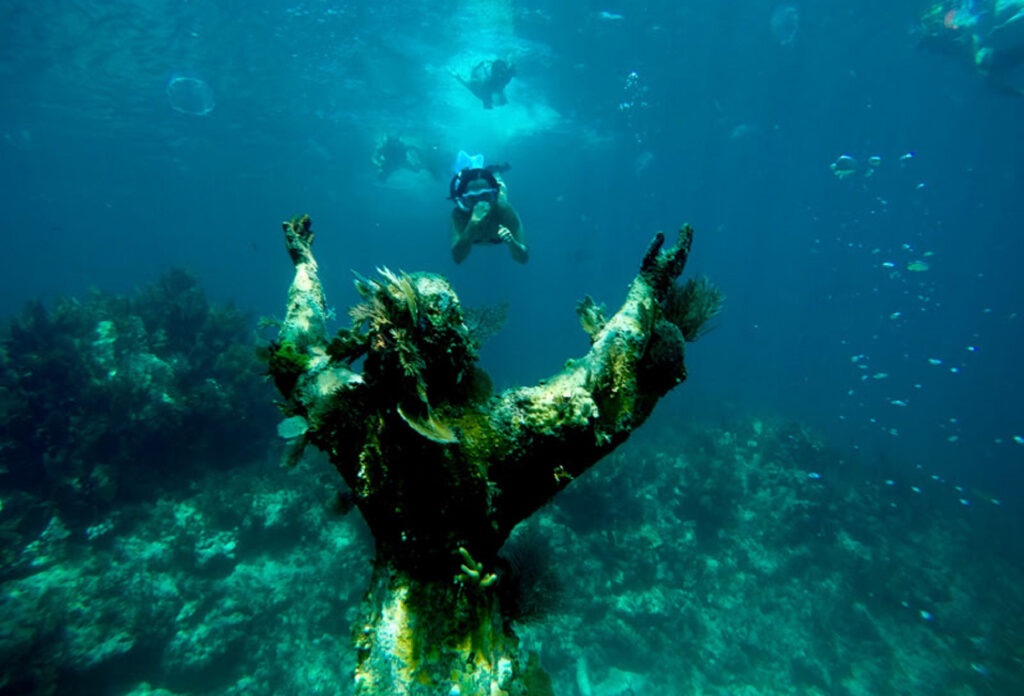 Divers at the Christ Of The Abyss statue.