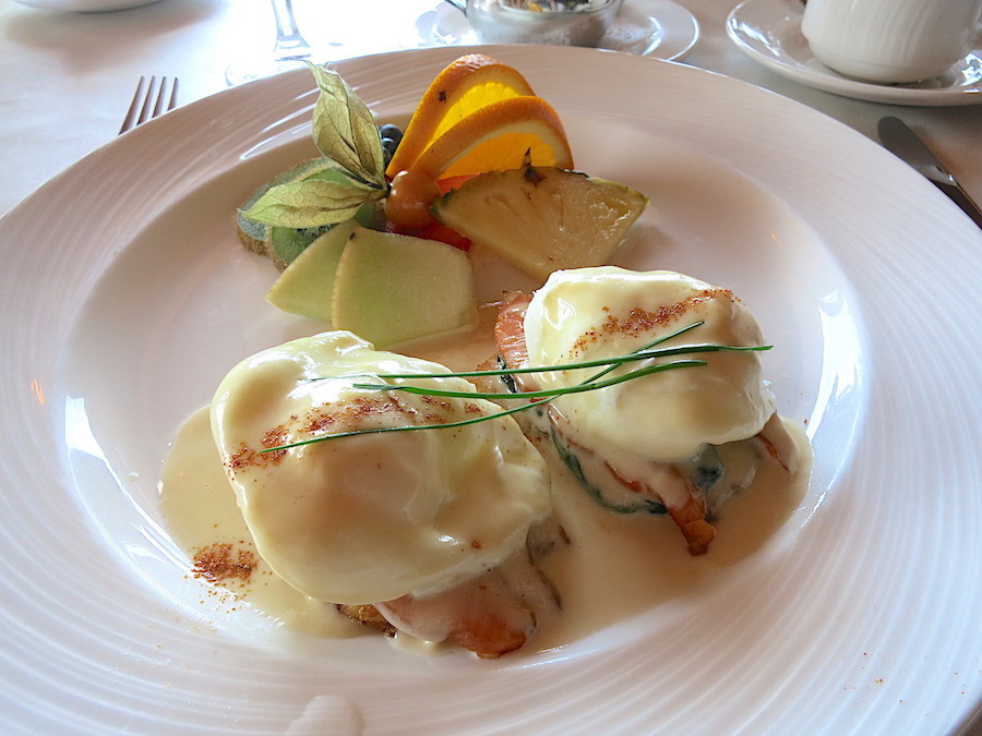 Eggs benedict from Auberge Des 3 Canards.