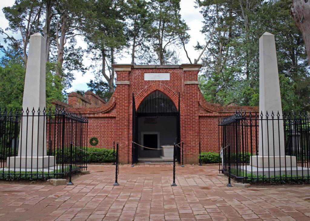 George Washington's grave at Mount Vernon.