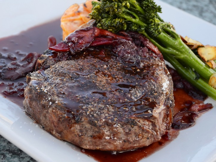 Grilled lamb chop with broccoli