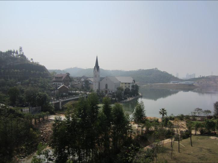 Hallstatt, China, church on the lake, Guangdong province, China