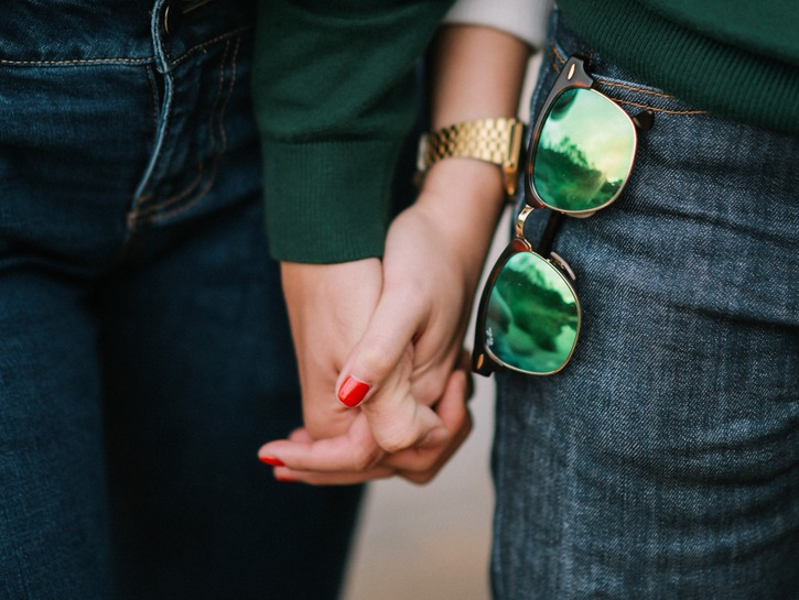 Handholding, man with sunglasses in pocket