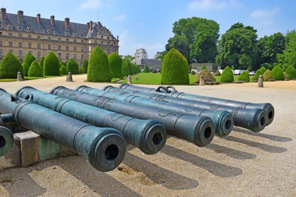 Hotel National Des Invalides and the Musee de l'Armee.