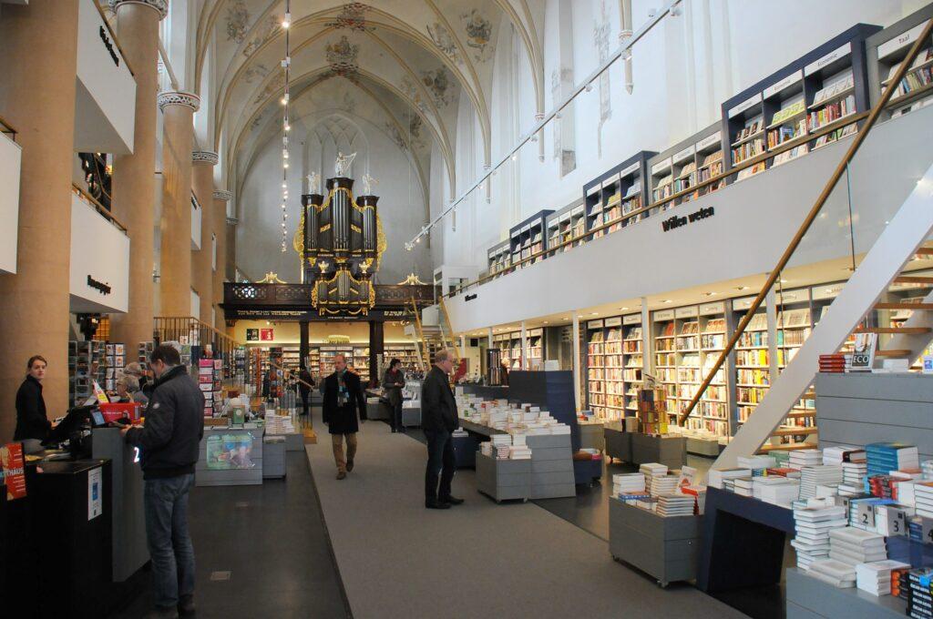 Inside Waanders in de Broeren.