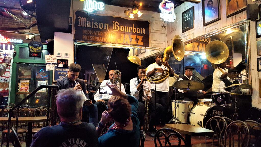 jazz at a new orleans bar