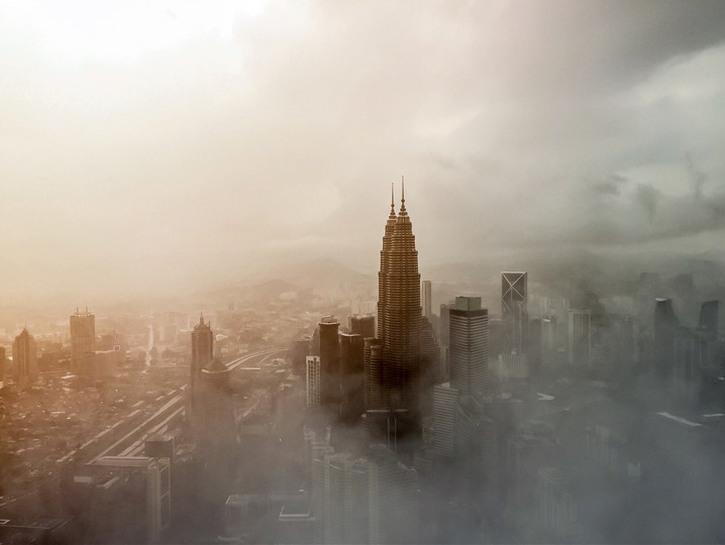 Kuala Lumpur and Petronas towers seen through the fog.