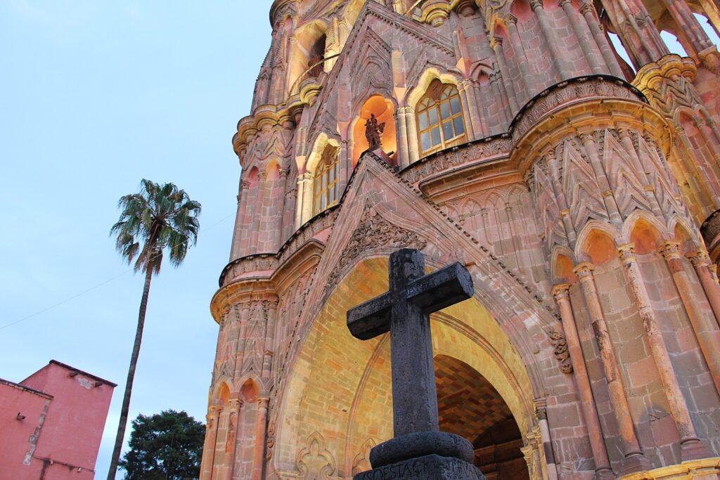 La Parroquia de San Miguel Arcángel.