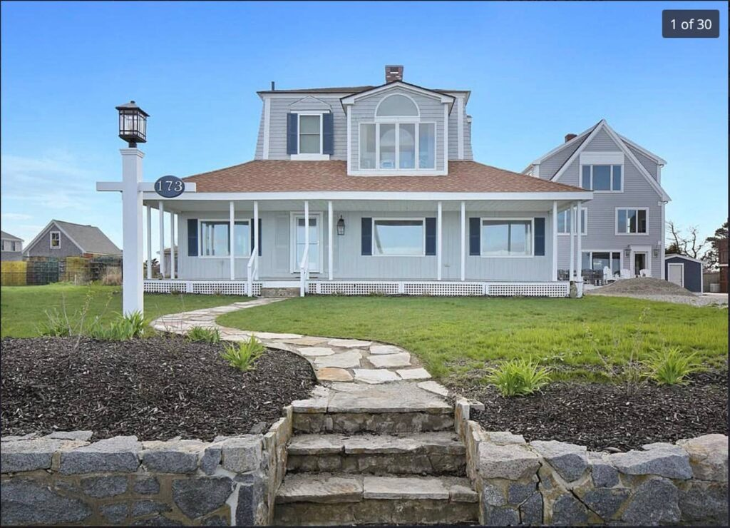 Large home in Marshfield
