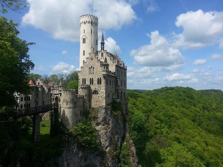 Lichtenstein Castle in the daytime.
