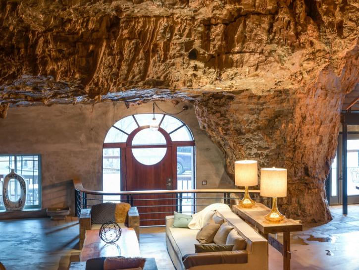 Living room and front door of Beckham Creek Cave