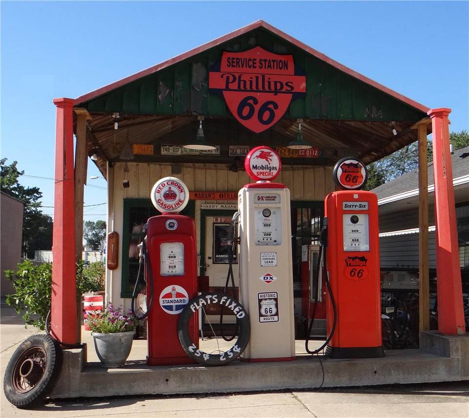 Mahan's Filling Station at Fulgenzi's in Illinois.