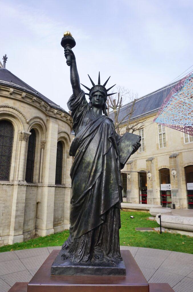 Musee des Arts et Metiers statue.