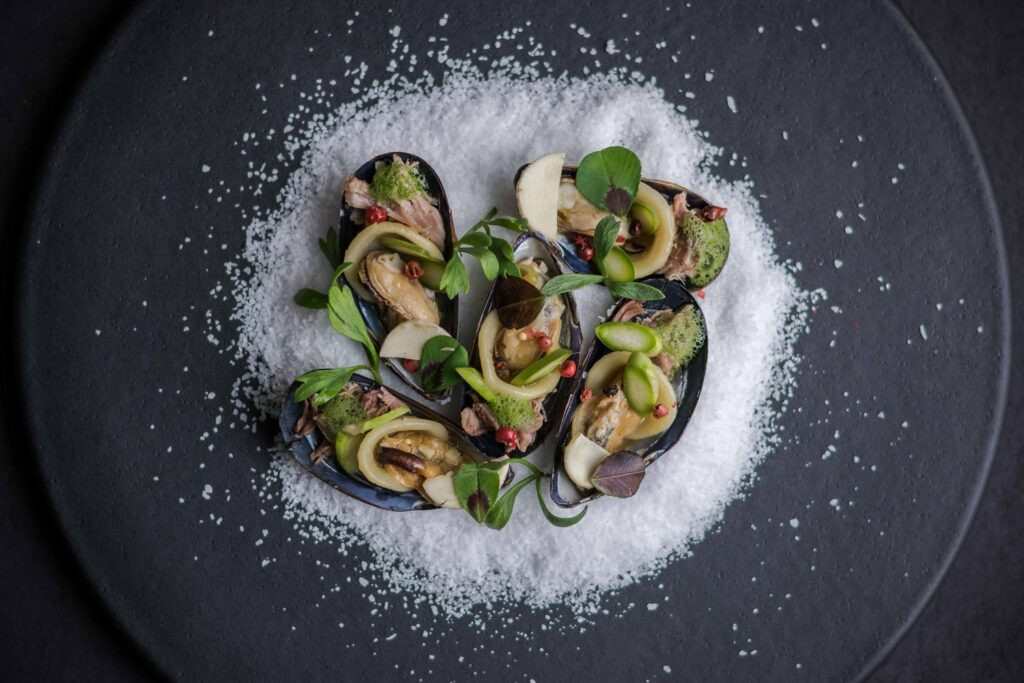 Mussels with garnish