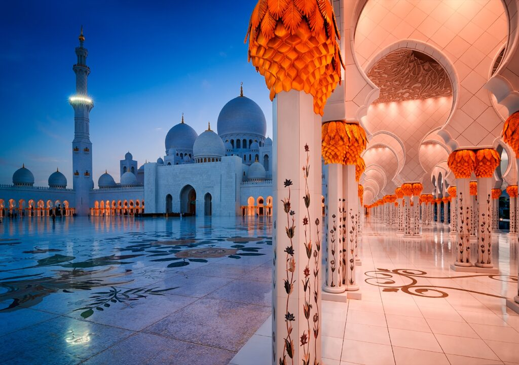 Night time at the Sheikh Zayed Grand Mosque.
