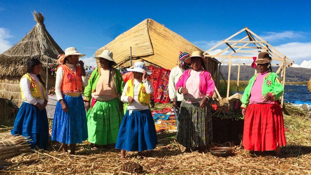 peruvian women of lake titicaca
