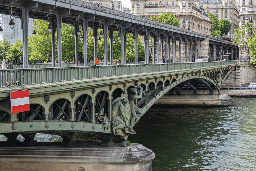 Pont De Bir-Hakeim in Paris, France