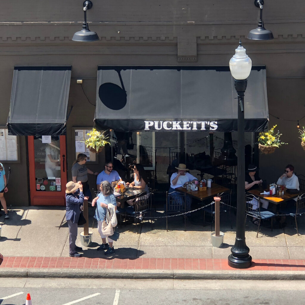 Puckett's Grocery and Restaurant.