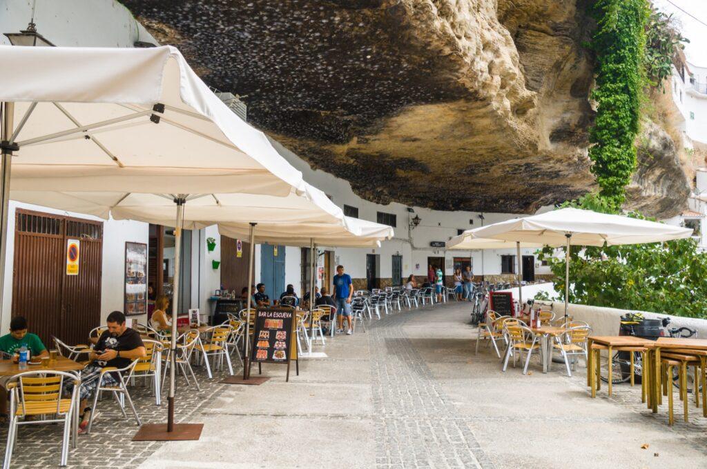 Restaurants in Setenil De Las Bodegas.