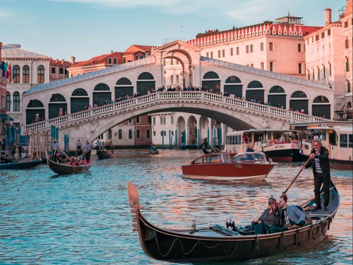 Rialto bridge, gondolas in the foreground, Venice