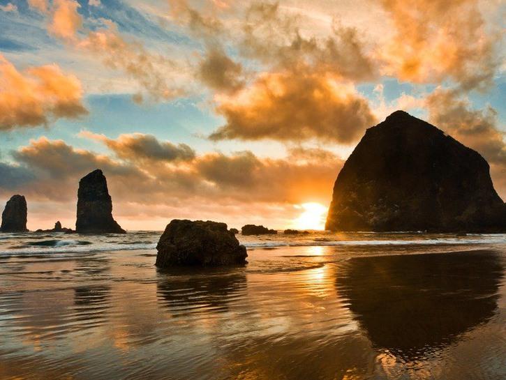 Rocky coast of Oregon near Astoria.