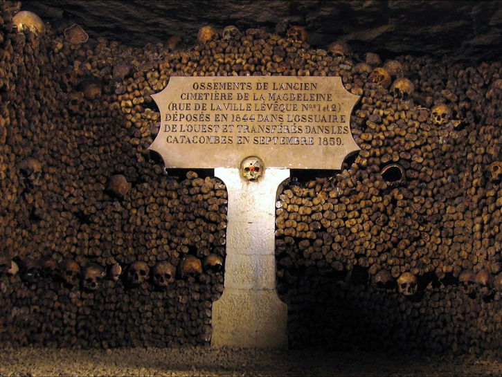 Sign identifying human remains, Catacombs of Paris.