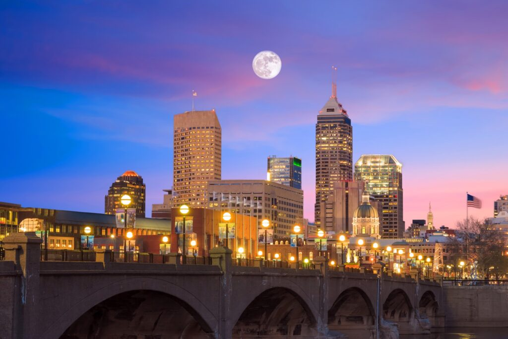 Skyline view of Indianapolis at night.