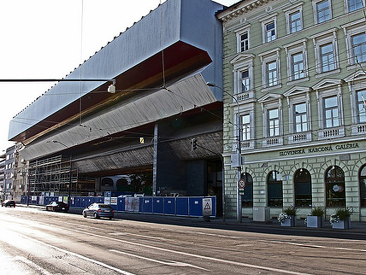 Slovak National Gallery: A historic mansion house attached to a Soviet brutalism style building.