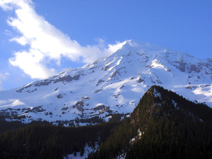 Snow blowing on the summit of Mount Ranier
